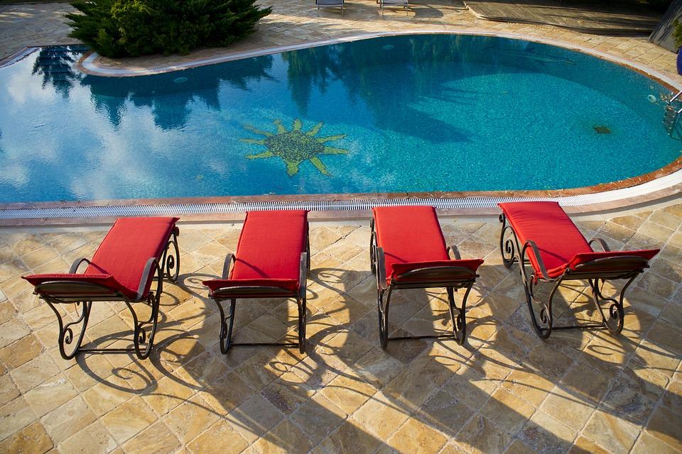 La pavimentazione del bordo piscina: come sceglierla?